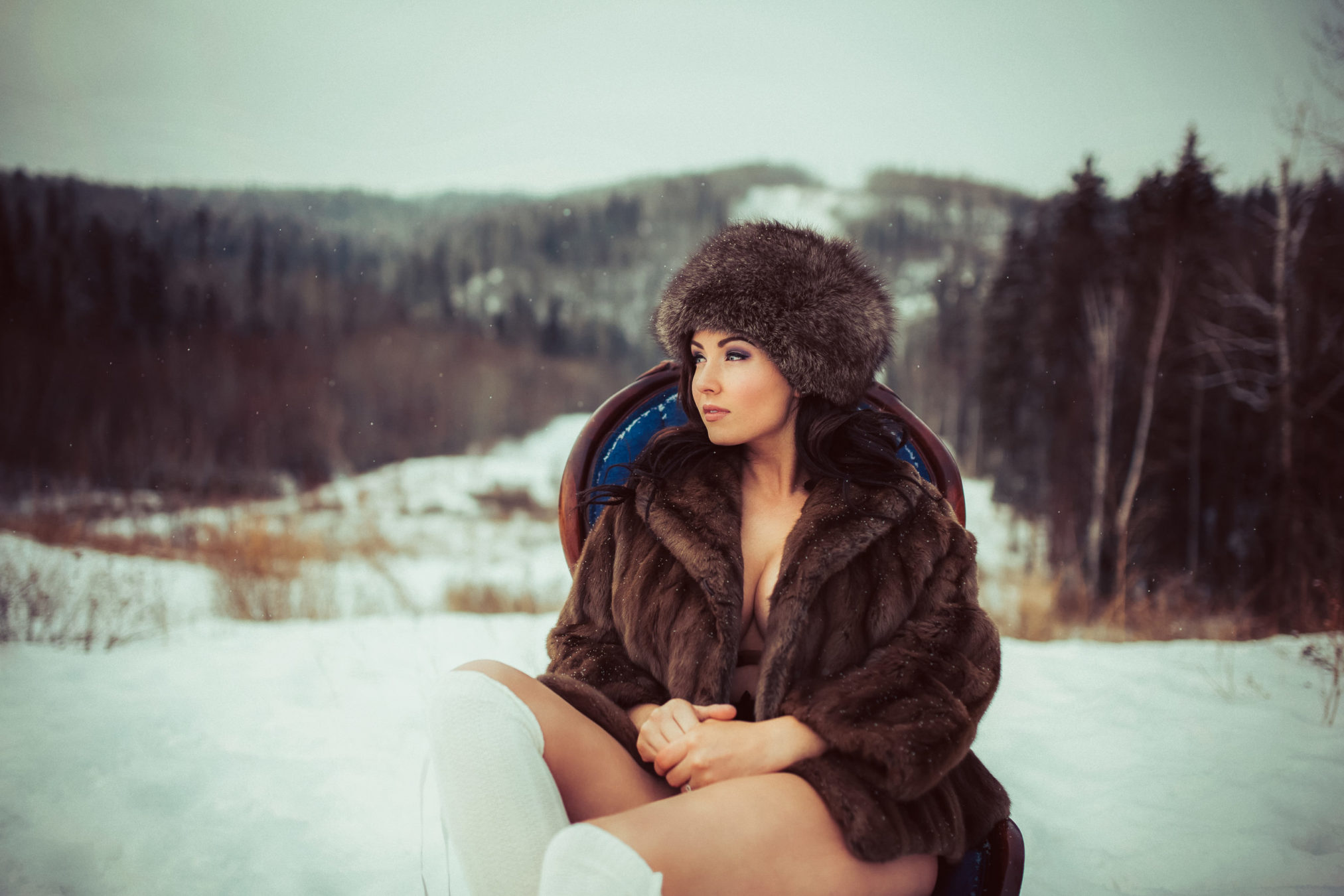 OUTDOOR BOUDOIR SESSION IN FORT MCMURRAY